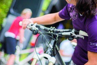 Beim MTB-Schrauberkurs für Frauen lernen wir die wichtigsten Handgriffe, um unser Bike bald selbst auf Vordermann bringen zu können