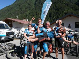 Das beitune Team fühlt sich in den Klamotten und dem Radtrikot von Qloom Bikewear super wohl.