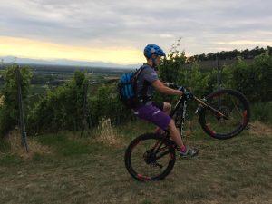 Egal, ob Einsteiger oder fortgeschrittene Bikering - bei unserem MTB-Frauen-Fahrtechniktraining ist für jede Bikerin der richtige Kurs dabei