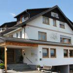 Das beitune Partnerhotel Haus am Weinberg liegt malerisch zwischen zahlreichen Weinbergen