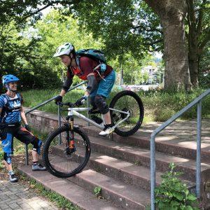 Beim beitune MTB Personal Training fahren wir Treppen bergauf und bergab.